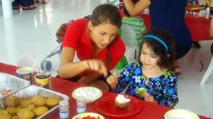 kool-aid_miara making cupcake2